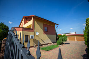 V tomto dome na Ružovej ulici v Trebišove má bývať hneď niekoľko Talianov, ktorých naša polícia považovala v roku 2013 za členov ndriny. Susedia vravia, že v dome býva len jeden Talian.