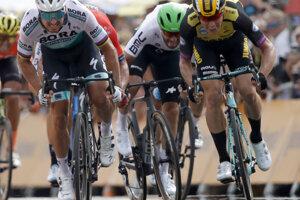 323078e253cdc Peter Sagan (vľavo) prehral šprintérsky súboj v prvej etape Tour de France  2019.