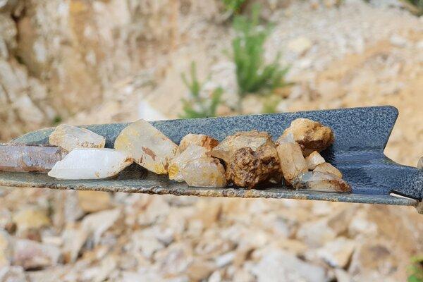 Návštevníci kameňolomu v Banskej Štiavnici si môžu nájsť svoj vlastný poklad.