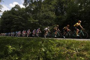 9df352ae0d6d8 Cyklisti počas 3. etapy Tour de France 2019.