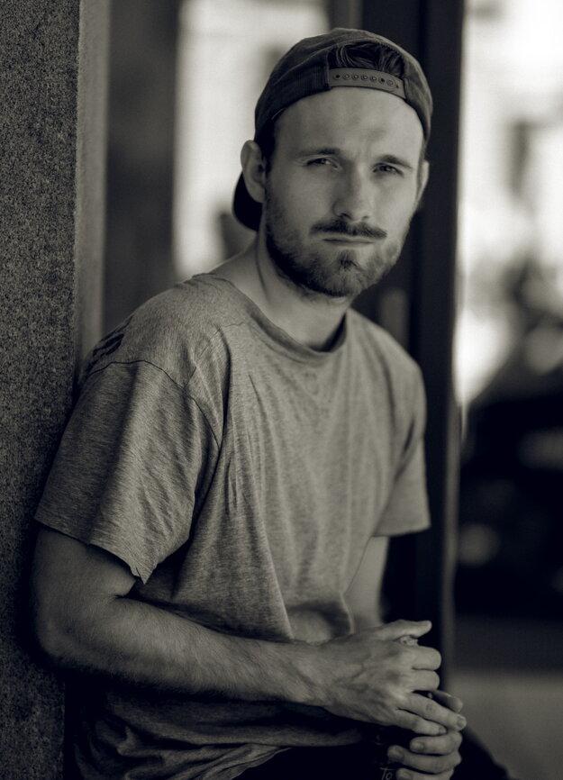 Absolvent VŠMU režisér Gregor Valentovič.