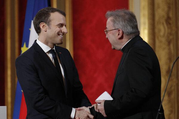 Emmanuel Macron a Luigi Ventura počas stretnutia.
