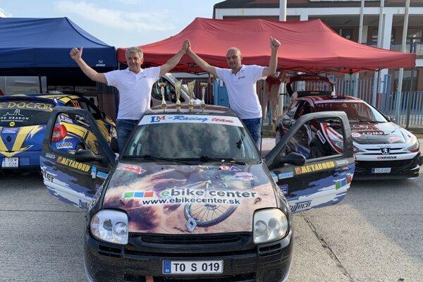 Ladislav Mokran (vpravo) a Július Kováč na Renaulte Clio Sport.