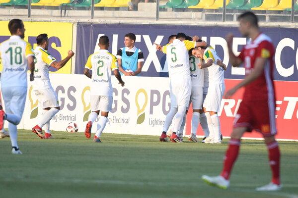 Radosť hráčov AEK Larnaka v Európskej lige.