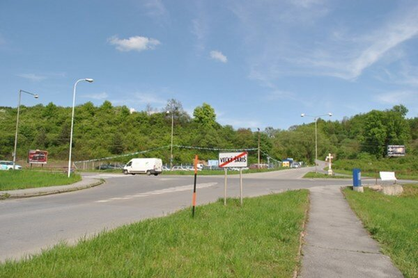 Problematická križovatka medzi V. Šarišom a Kanašom. Aj pre ňu radšej vozia deti do MŠ v Prešove.