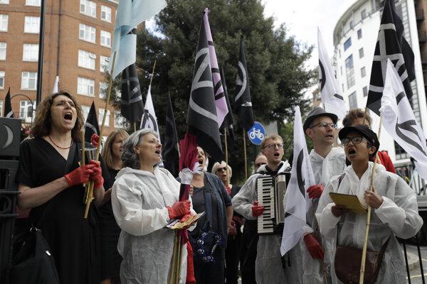 Aktivisti čelia obvineniam z priestupkov voči verejnému poriadku.