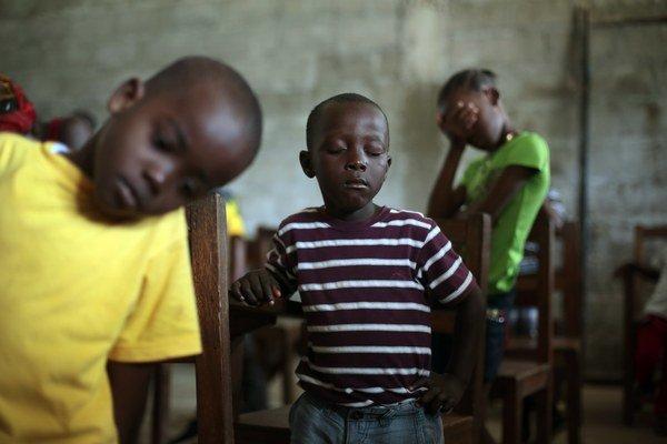 V západnej Afrike zomrelo tento rok na ebolu najmenej 3400 ľudí.
