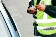Policajti zadržali na cestách Žilinského kraja ďalších opitých vodičov.