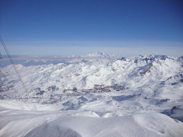 Le Bleu, ako ho Francúzi nazývajú. Za pekného počasia vidno ako Mt. Blanc prečnieva nad ostatné vrcholy.