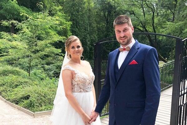 Mladomanželia Lenka a Peter Kašperovci.