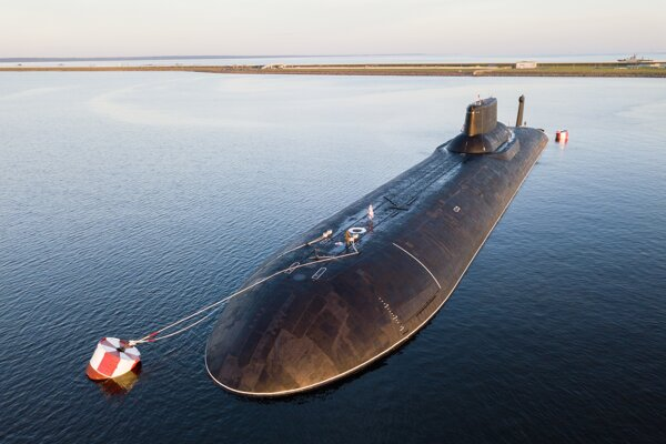 Najväčšia atómová ruská ponorka absolvovala cvičenie v Bielom mori