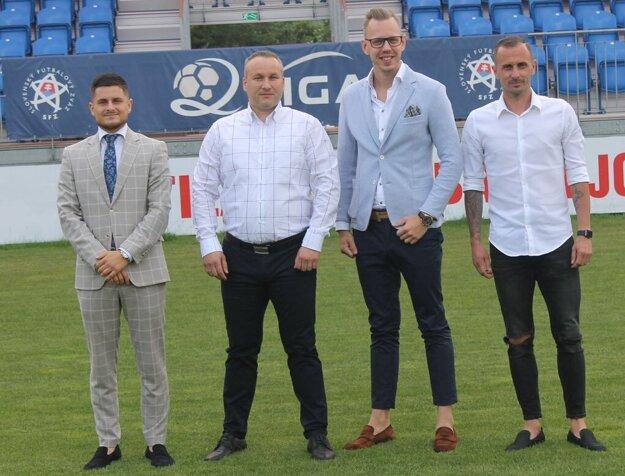 Nové vedenie Partizána Bardejov. Zľava: Šimon Ihnat (manažér), Stanislav Soroka (prezident), Dávid Gedeon (generálny riaditeľ), Lukáš Hricov (športový riaditeľ).