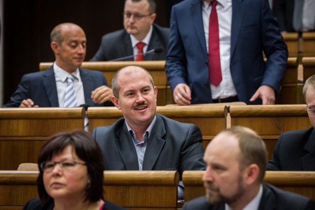 Marian Kotleba zasadol do poslaneckej lavice.