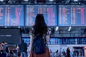Ľudia z ekonomicky slabých regiónov odchádzajú za prácou na západ Slovenska aj do zahraničia.