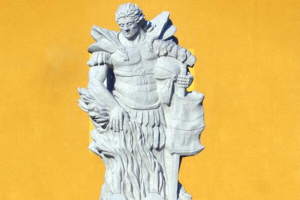 Socha svätého Floriána, patróna hasičov, ale aj kominárov, hasičov, pekárov, hrnčiarov a hutníkov. Je tiež ochrancom pred neúrodou, búrkou aj suchom.
