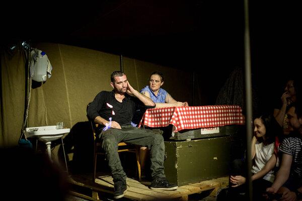 Herci divadla Teatro Tatro na čele s Milanom Ondríkom predviedli sugestívnu hru Stalker o tajuplnej Zóne.