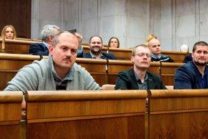 Na snímke noví poslanci NR SR v popredí zľava Marian Kotleba, Rastislav Schlosár a Marian Beluský z Ľudovej strany Naše Slovensko.