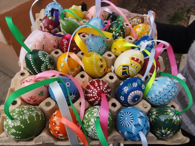 Pestrofarebné kraslice od Zuzany Garayovej už pätnásť rokov spríjemňujú veľkonočné sviatky v mnohých domácnostiach.