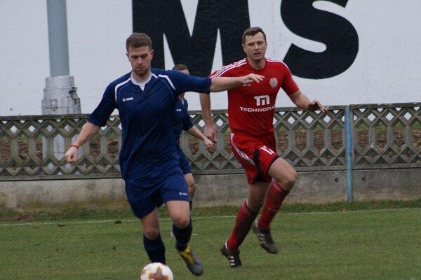 Martin Rusňák (v modrom) opúšťa Tovarníky. Od novej sezóny bude pôsobiť v Jacovciach.