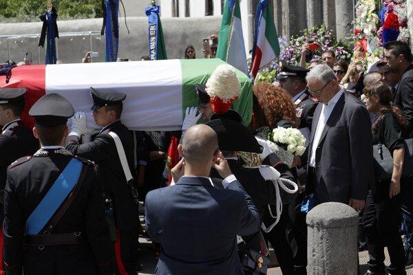 Pohreb zavraždeného karabiniera.