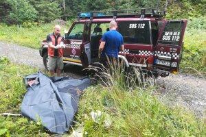 Muža sa snažili resuscitovať turisti aj záchranári. Neúspešne.