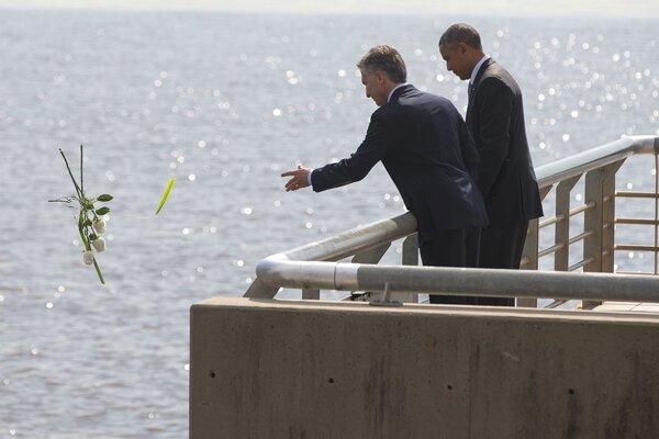 Americký prezident Barack Obama si spolu s argentínskym prezidentom Mauriciom Macrim uctili vojenské obete.