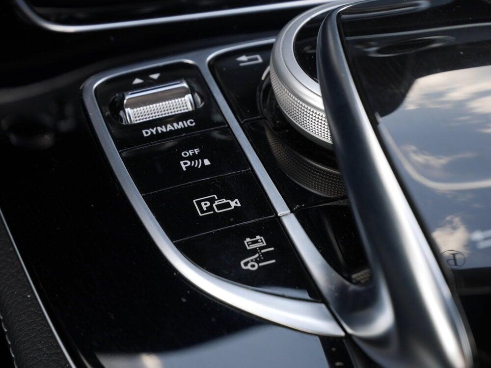 Nenápadným tlačidlom (dole) prepínate medzi režimami hybrid, čistá elektrická alebo čistá naftová jazda.