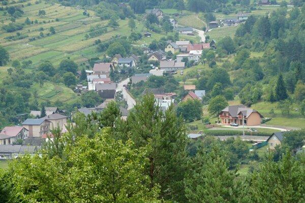 Hlboké nad Váhom sa od Bytče oddelilo v roku 1998.