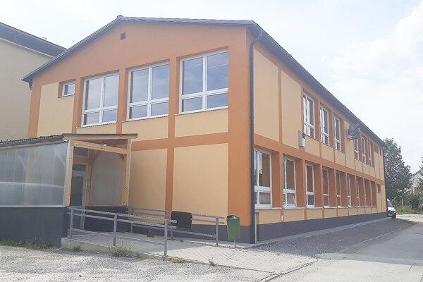 Nadstavba jedálne, v ktorej pribudli štyri triedy.