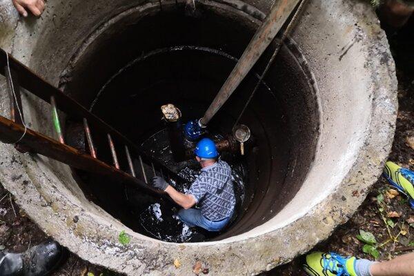 Čistenie vodovodu v Porube.