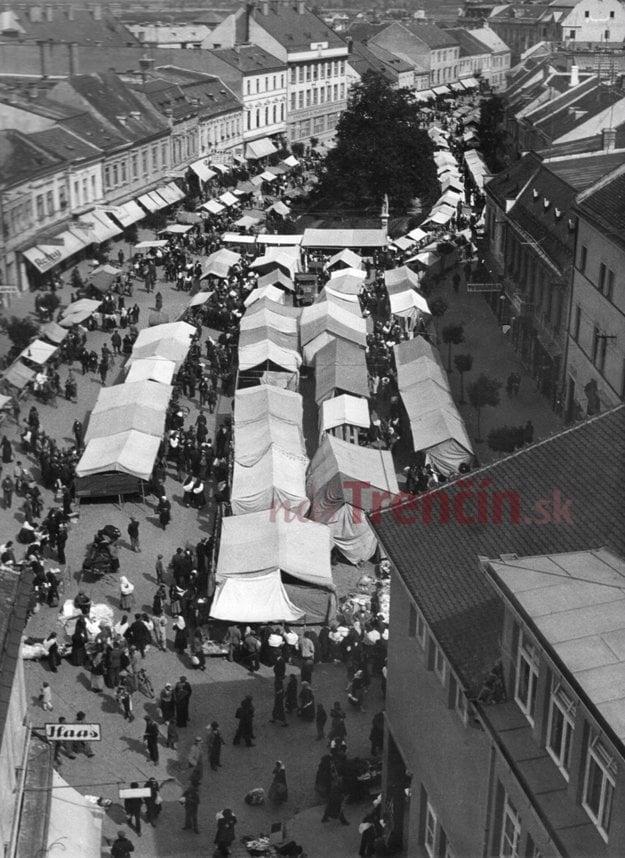 Trhy na námestí.