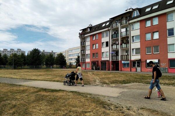 Neupravený priestor v centre Soliniek dostane novú podobu.