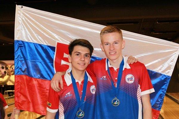 Tomáš Vrabec (vľavo) a Roman Karlík vybojovali historické striebro pre Slovensko.