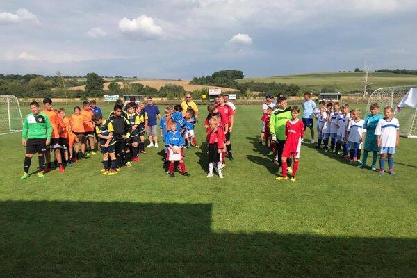 Účastníci futbalového turnaja.