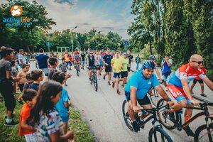 Ako cyklista si zašportoval i starosta Šaňa (vpredu v modrom).