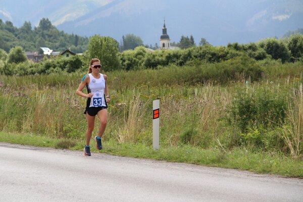 Už 15 rokov starý rekord Evy Neznámej (1:23:35 h) pokorila Romana Komarňanská z Bratislavy.