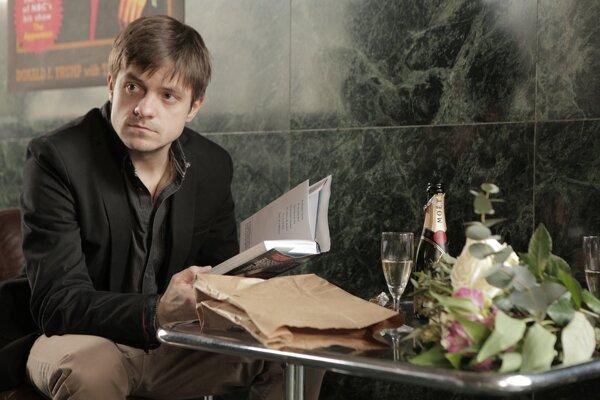 Jiří Mádl vo filme vlk z Královských Vinohrad v roli alter-ega Jana Němca