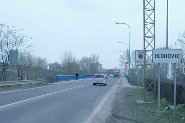 Pre kamióny platí na moste zákaz, využiť musia obchádzky.