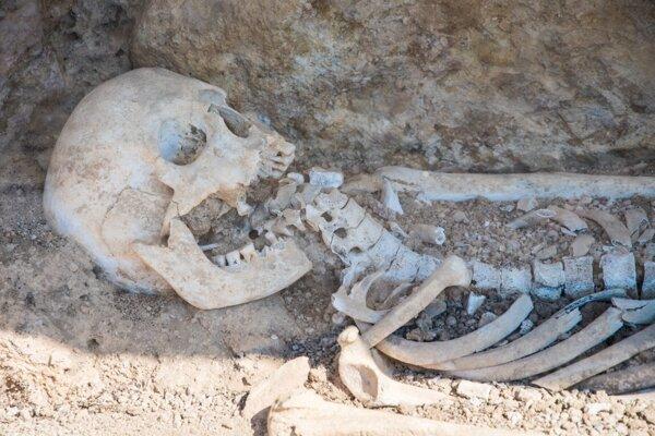 Starší nález kostry v nálezisku pri meste Nemea.