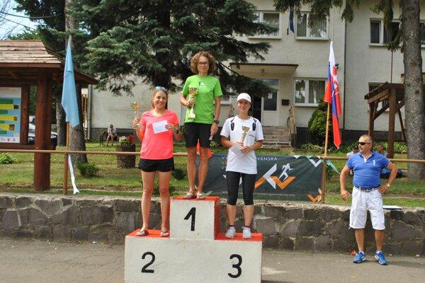 Najrýchlejšie ženy. V strede víťazná Mahuliena Krištanová.