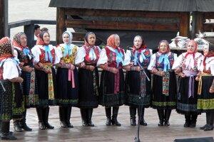 Na oslavách šírili dobrú náladu aj jubilujúci folkloristi.