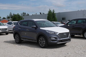 Hyundai Tucson na parkovisku skladových vozidiel predajcu Begam v Trnave čaká na prípravu pre zákazníka.