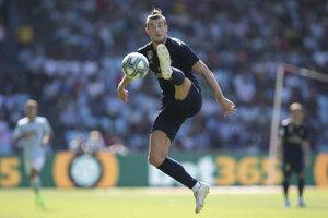 Gareth Bale pri spracovaní lopty.