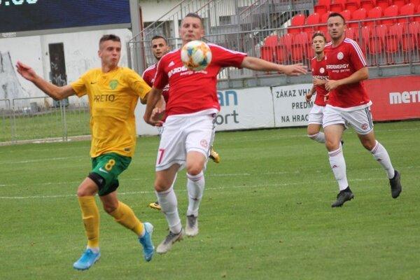 Bardejovskí futbalisti proti béčku Žiliny nevyužili šance anaopaksúper ich chyby potrestal.