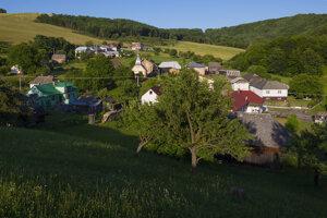 Vypáleniu obce Tokajík nemeckými vojakmi sa vyhol len gréckokatolícky kostol a jeden dom na okraji obce.