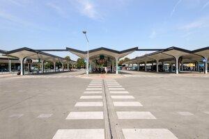 Nitrianskou autobusovou stanicou prejde denne tisíc autobusových spojov a zhruba 27.000 cestujúcich.
