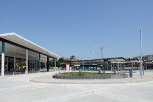 Dokončovacie práce na  druhej etape komplexnej rekonštrukcie autobusovej stanice v Nitre 28. júna 2019.