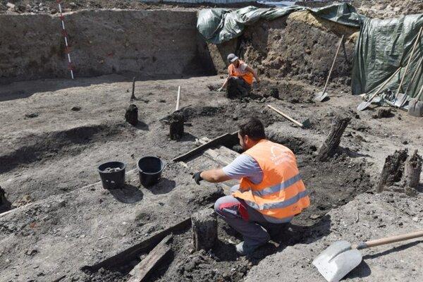 Archeologický výskum v tejto lokalite.