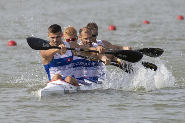Slovenský štvorkajak v zložení zľava Denis Myšák, Ákos Gacsal, Gábor Jakubík, Juraj Tarr.
