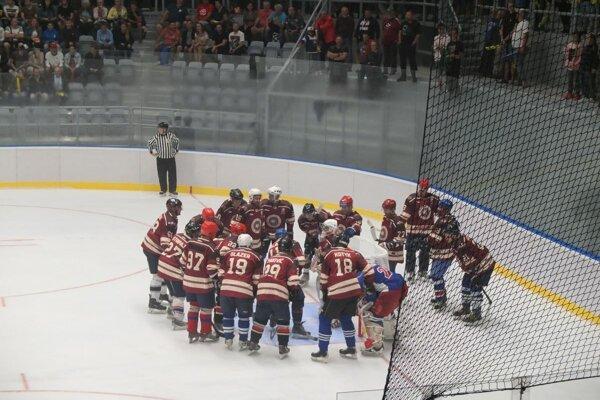 Bývalí žiarski hokejisti sa postavili slovenským hokejovým legendám.